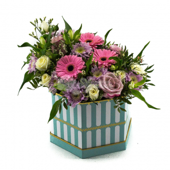 Коробка гербер и цветов микс
